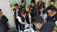 Indosport - Penggeledahan kantor PSSI di FX Sudirman, Jakarta Pusat