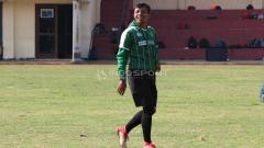 Indosport - Bejo Sugiantoro mendampingi Persebaya latihan di Lapangan Polda Jatim. Rabu (30/1/19).