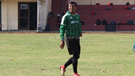 Bejo Sugiantoro mendampingi Persebaya latihan di Lapangan Polda Jatim. Rabu (30/1/19). - INDOSPORT