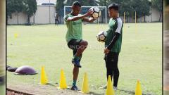 Indosport - Ruben Sanadi menerima latihan tersendiri untuk menyembuhkan cederanya. Rabu (30/1/19).