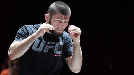 Khabib Nurmagomedov, petarung UFC yang memiliki gaya latihan ekstrem. - INDOSPORT