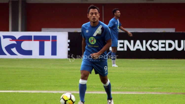 Pemain Barito Putera, Samsul Arif. Copyright: Ronald Seger Prabowo/Indosport.com