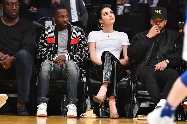 Kendall Jenner di pertandingan LA Lakers vs Philadelphia 76ers Copyright: INDOSPORT
