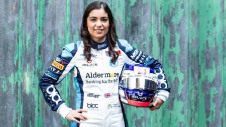 Pembalap wanita Formula Seri W, Jamie Chadwick, berharap bisa berpartisipasi di ajang Formula 1 (F1) bersama para pembalap pria. - INDOSPORT