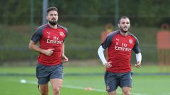 Indosport - Olivier Giroud (kiri) dan Lucas Perez, 2 mantan pemain Arsenal.
