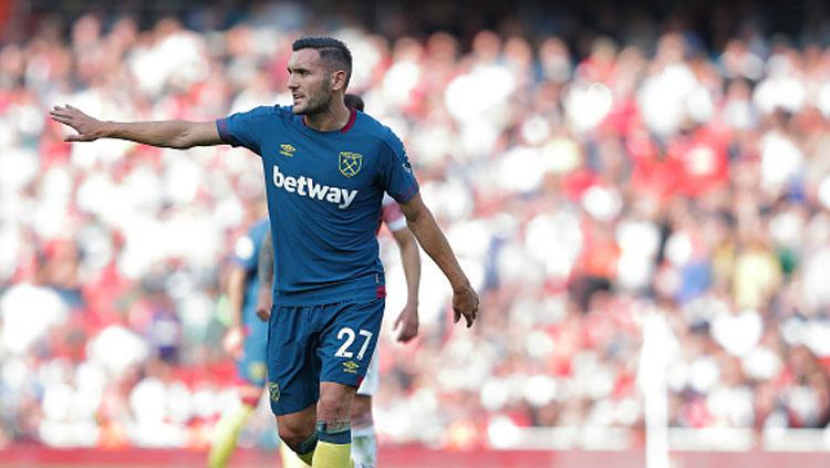 Lucas Perez, kini memperkuat West Ham United. Copyright: INDOSPORT