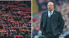 Indosport - Pendukung Liverpool mengucapkan terima kasih kepada Rafa benitez selama laga melawan Leicester