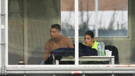 Christiano Ronaldo dan Georgina Rodriguez sedang menyaksikan pertandingan Cristiano Ronaldo Jr - INDOSPORT
