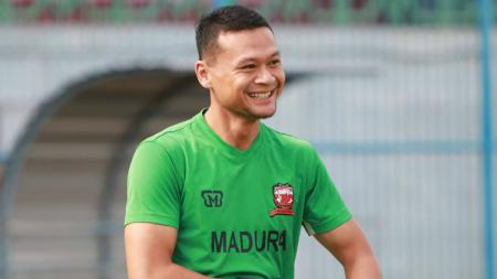 Dian Agus Prasetyo saat menjalani trial di Madura United beberapa waktu lalu. - INDOSPORT