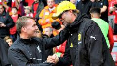 Indosport - Brendan Rodgers (kiri) saat masih di Liverpool dan Jurgen Klopp di Borussia Dortmund.