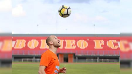 Persija Jakarta, Semen Padang, dan Barito Putera berpeluang menampung Jan Lammers yang terdepak dari Borneo FC. - INDOSPORT