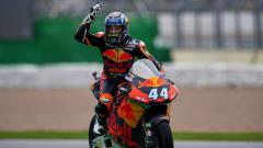 Indosport - Berikut hasil kualifikasi MotoGP Portugal di mana Miguel Oliveira meraih pole position, sementara Joan Mir dan Valentino Rossi tercecer.
