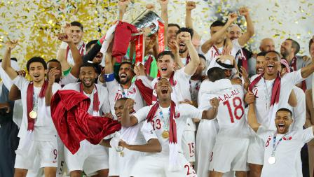 Sesi foto kegembiraan skuat Qatar juara Piala Asia melawan Jepang di Stadion Zayed Sports City pada (01/02/19) di Abu Dhabi, Uni Emirat Arab.