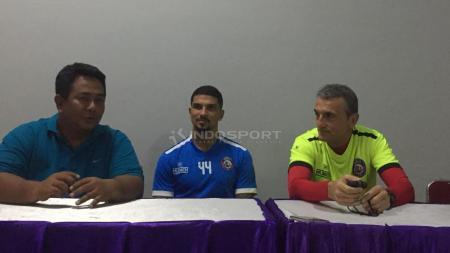 Pelatih Arema, Milomir Seslija dan Arthur Cunha. - INDOSPORT