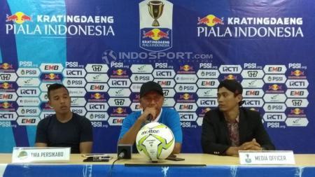 Pelatih Tira Persikabo, Rahmad Darmawan, memberikan komentar. - INDOSPORT