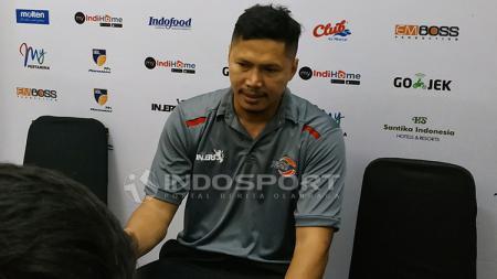 Pelatih Timnas Basket Indonesia Wahyu Widayat Jati saat konfrensi pers. Sabtu (2/2/19). - INDOSPORT