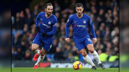 Gonzalo Higuain (kiri) dan Eden Hazard, 2 pemain bintang Chelsea. - INDOSPORT