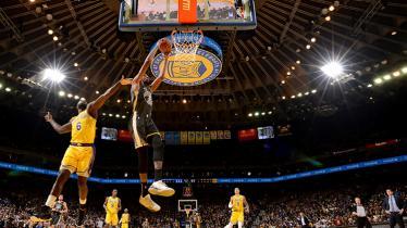 Tim basket NBA, LA Lakers menang telak dari Golden State Warriors. - INDOSPORT
