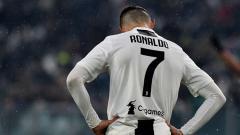 Indosport - Cristiano Ronaldo, pemain megabintang Juventus tertunduk lesu saat timnya gagal meraih kemenangan.