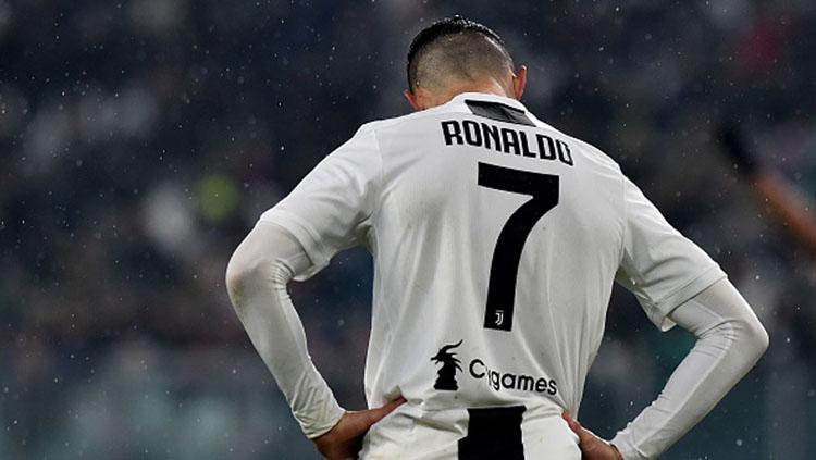 Cristiano Ronaldo, pemain megabintang Juventus tertunduk lesu saat timnya gagal meraih kemenangan. Copyright: INDOSPORT