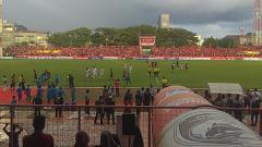 Indosport - Suasana pertandingan Piala Indonesia 2018/2019 antara PSM Makassar vs Kalteng Putra di Stadion Mattoangin, Sulawesi Selatan, Minggu (03/02/19).