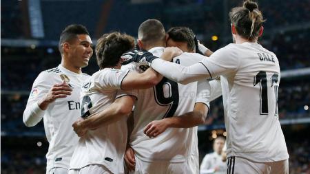 Skuat Real Madrid merayakan gol ke gawang Deportivo Alaves. - INDOSPORT