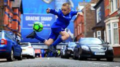 Indosport - Sepak Bola Jalanan di Inggris