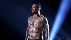 Indosport - Adam Levine dan Maroon 5 turut memeriahkan Super Bowl 53.