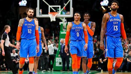 Oklahoma City Thunders akan menukar tiga pemainnya. - INDOSPORT