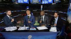 Indosport - Gareth Southgate, paling kanan, hadir dalam siaran BBC selama pertandingan final Super Bowl 53