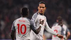 Indosport - Sadio Mane (kiri) dan Virgil Van Dijk di laga West Ham vs Liverpool.