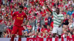 Indosport - Amido Balde merayakan gol dan terlihat Philippe Coutinho tertunduk lesu
