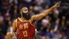 Indosport - James Harden melakukan selebrasi melawan Phoenix Suns