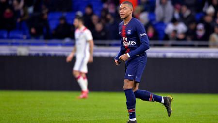 Kylian Mbappe dalam laga Paris Saint-Germain vs Olympique Lyonnais, Minggu (03/02/19). - INDOSPORT