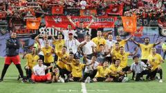 Indosport - Jakmania hadir di Stadion Jalan Besar, Singapura, untuk menyaksikan laga Home United vs Persija.