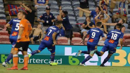 Liga sepak bola Australia (A League) akhirnya menghentikan kompetisi akibat semakin maraknya pandemi corona. - INDOSPORT
