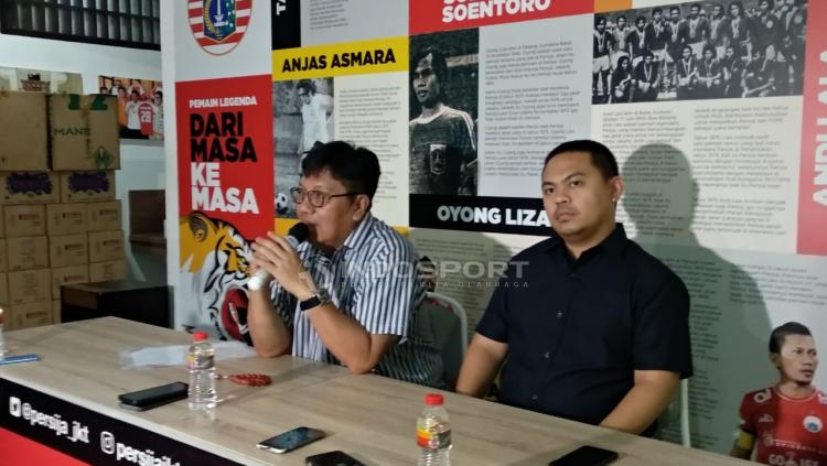 Gede Widiade saat konfrensi pers. Copyright: Zainal Hasan/Indosport.com