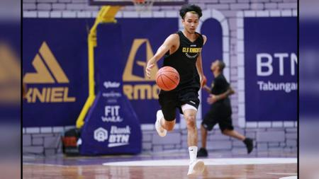 Sandy Kurniawan, bintang basket BTN CLS Knights Indonesia. - INDOSPORT