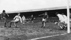 Indosport - Striker legendaris Manchester United mencetak double hattrick ke gawang Northampton.
