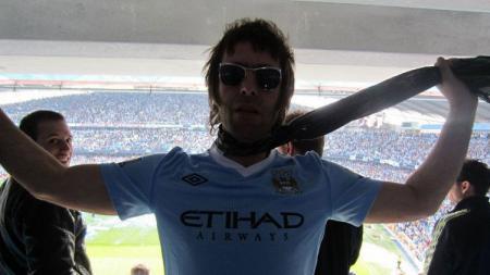 Eks personel Oasis, Liam Gallagher memuji sikap yang dilontarkan oleh kapten Watford, Troy Deeney dalam merespons proyeksi ulang Liga Inggris di tengah pandemi virus corona. - INDOSPORT