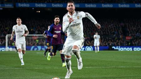 Sergio Ramos mengejar bola - INDOSPORT