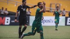 Indosport - Sriwijaya FC sukses merebut satu tiket ke babak 16 besar Kratingdaeng Piala Indonesia, setelah bermain imbang 1-1 dengan tuan rumah PS Keluarga USU Medan, di Stadion Mini USU, Medan, Kamis (7/2).