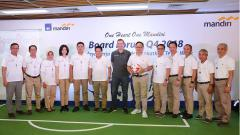 Indosport - AXA Mandiri mendatangkan legenda Liverpool, Vladimir Smicer, ke Jakarta.