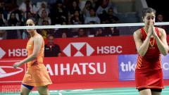 Indosport - Juara China Open 2019, Carolina Marin (kanan), saat cedera di Indonesia Masters 2019.