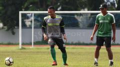 Indosport - Abdul Rohim saat berlatih di Stadion Jala Krida AAL, Bumimoro. Rabu (6/2/19).