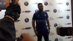 Indosport - Bintang PSG Jay-Jay Okocha hadir di acara BeinSport