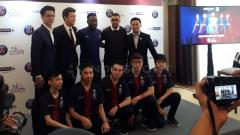 Indosport - Salah satu mantan bintang PSG, Jay-Jay Okocha (tengah) hadir di acara BeinSport.