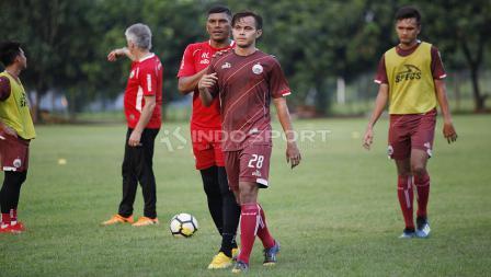 Rezaldi Hehanusa sudah terlihat berlatih bersama Persija Jakarta usai mengalami cedera.