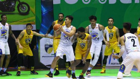 Laga IBL Indonesia Prawira Bandung vs Satya Wacana Salatiga. - INDOSPORT