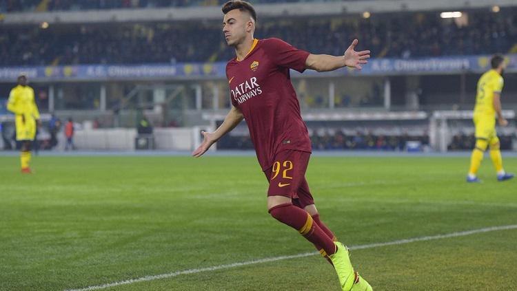 El Shaarawy merayakan gol ke gawang Chievo Verona. Copyright: Twitter @ASRomEN